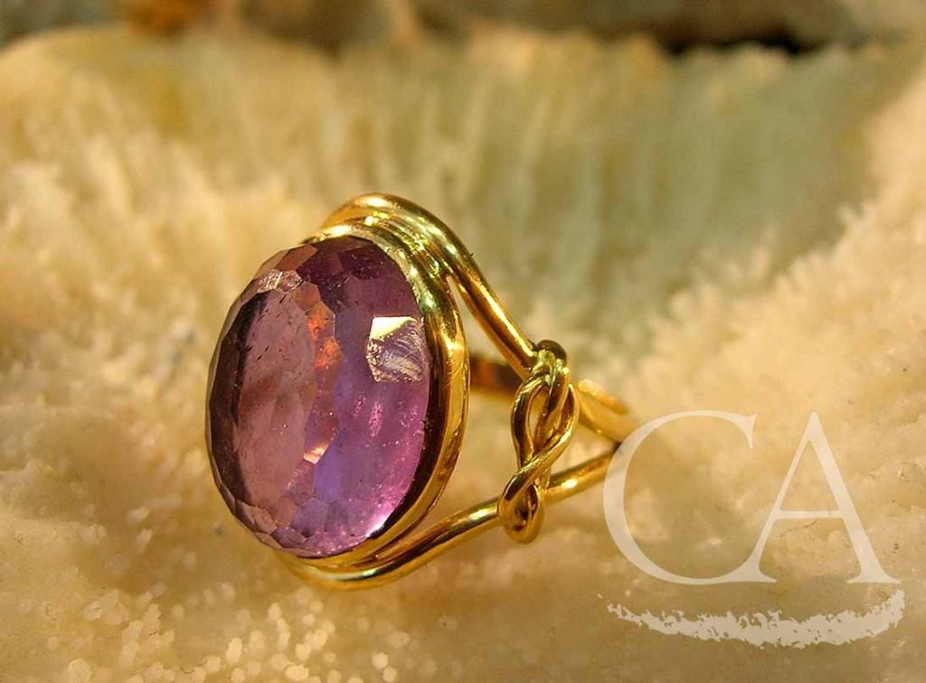 anillo-amatista-oro.jpg